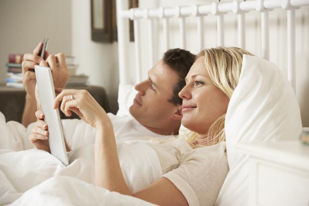 Cep telefonlarını yatak odanızdan mesafeli tutun!
