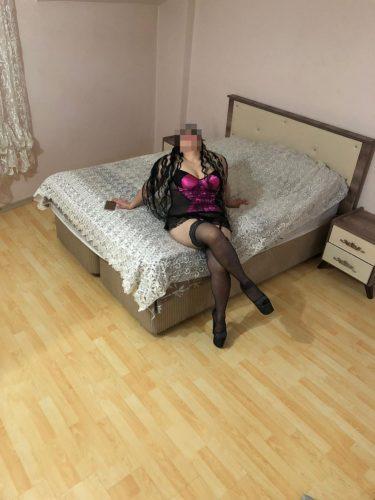 Kusursuz otelde buluşan kız Lamia
